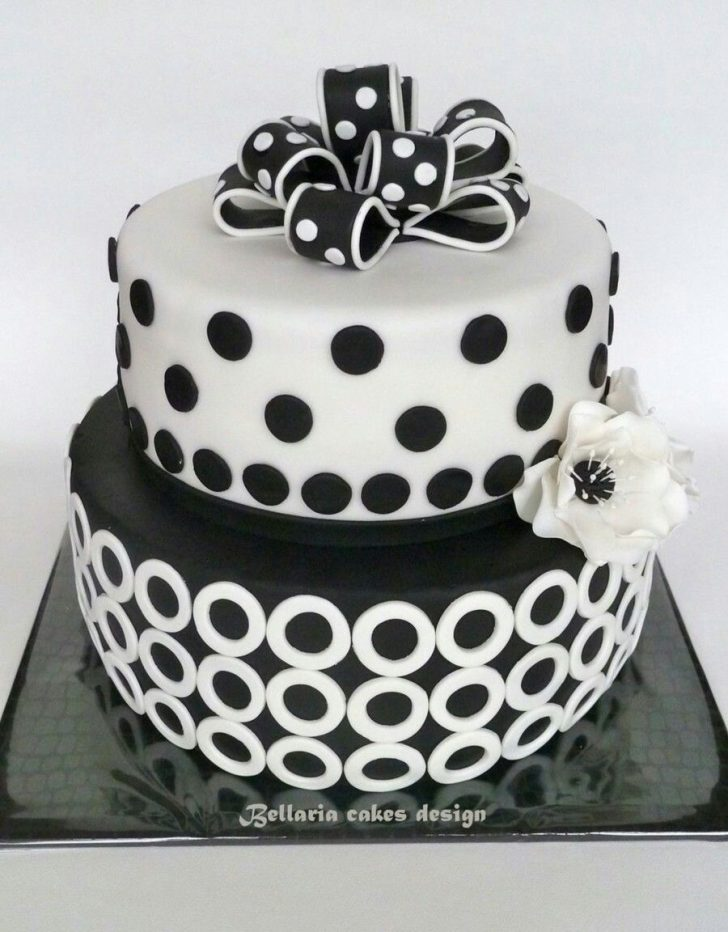 Black And White Birthday Cake Black And White Circular Cake Cake Cookie Inspiration