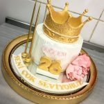 Cakes For Birthday Queen Crown Birthday Cake Cake Patisserie Food Pinterest