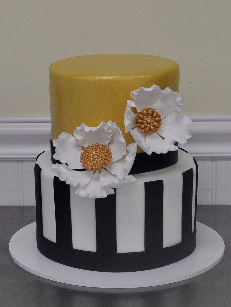 Classy Birthday Cakes Classy Birthday Cake Fantasy Flowers And Brooches With Gol Flickr