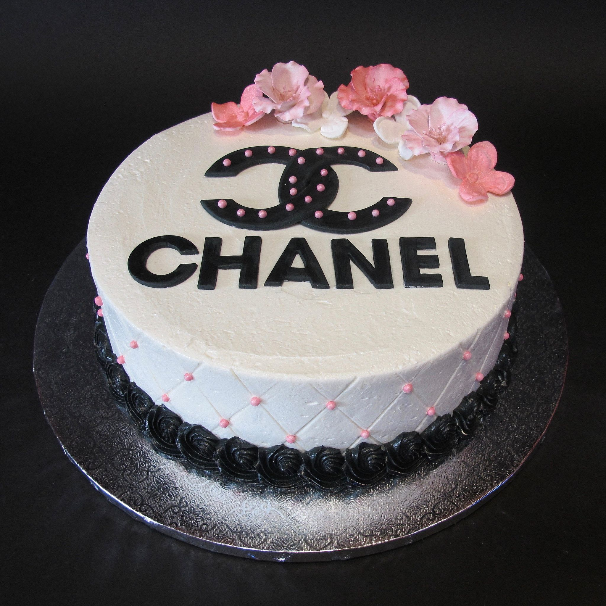 Classy Birthday Cakes Heres A Classy Birthday Cake For A Fashionista Chanel Logo With