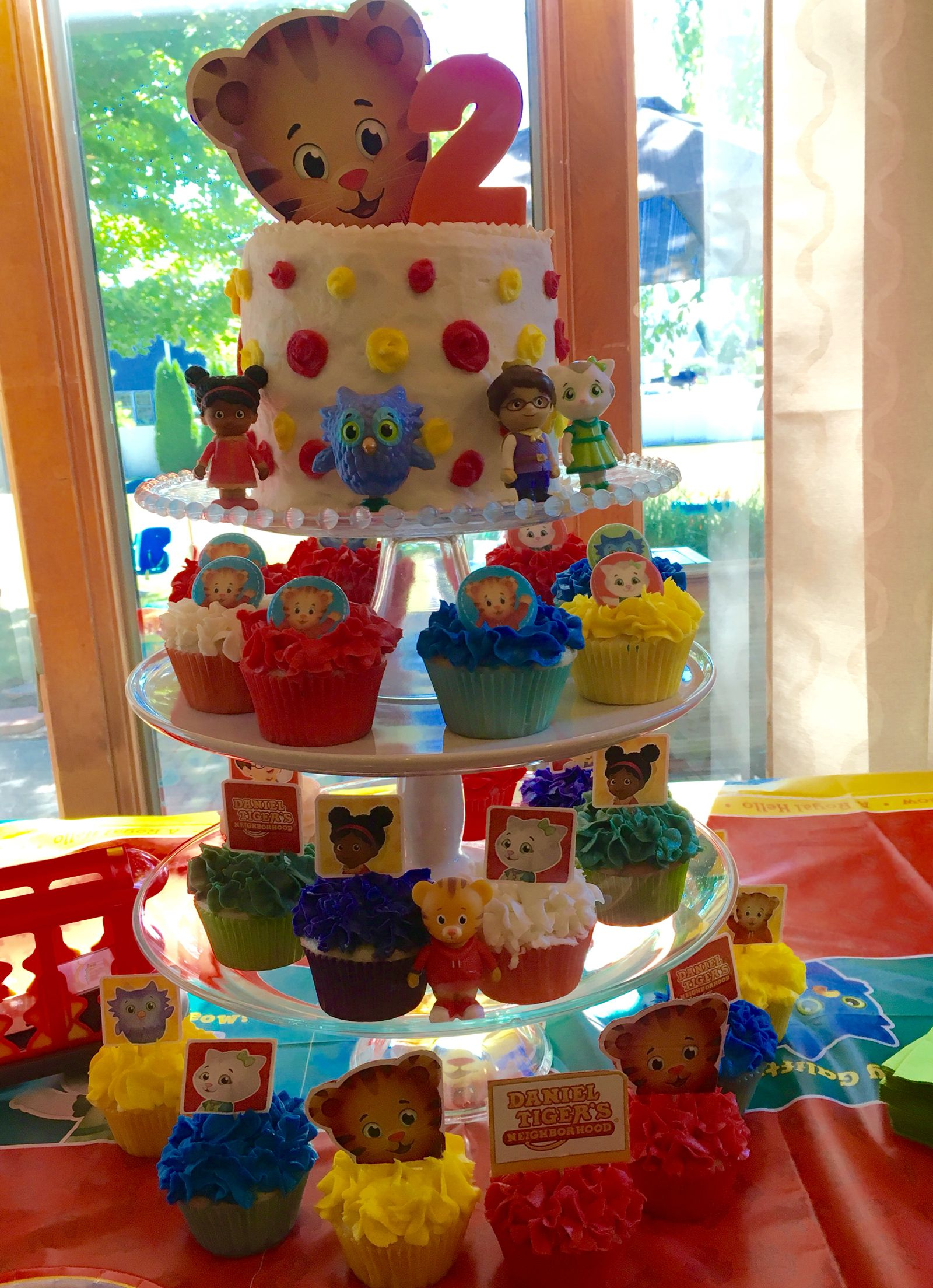 Daniel Tiger Birthday Cake Daniel Tiger Birthday Cake And Cupcakes Livias 2nd Birthday