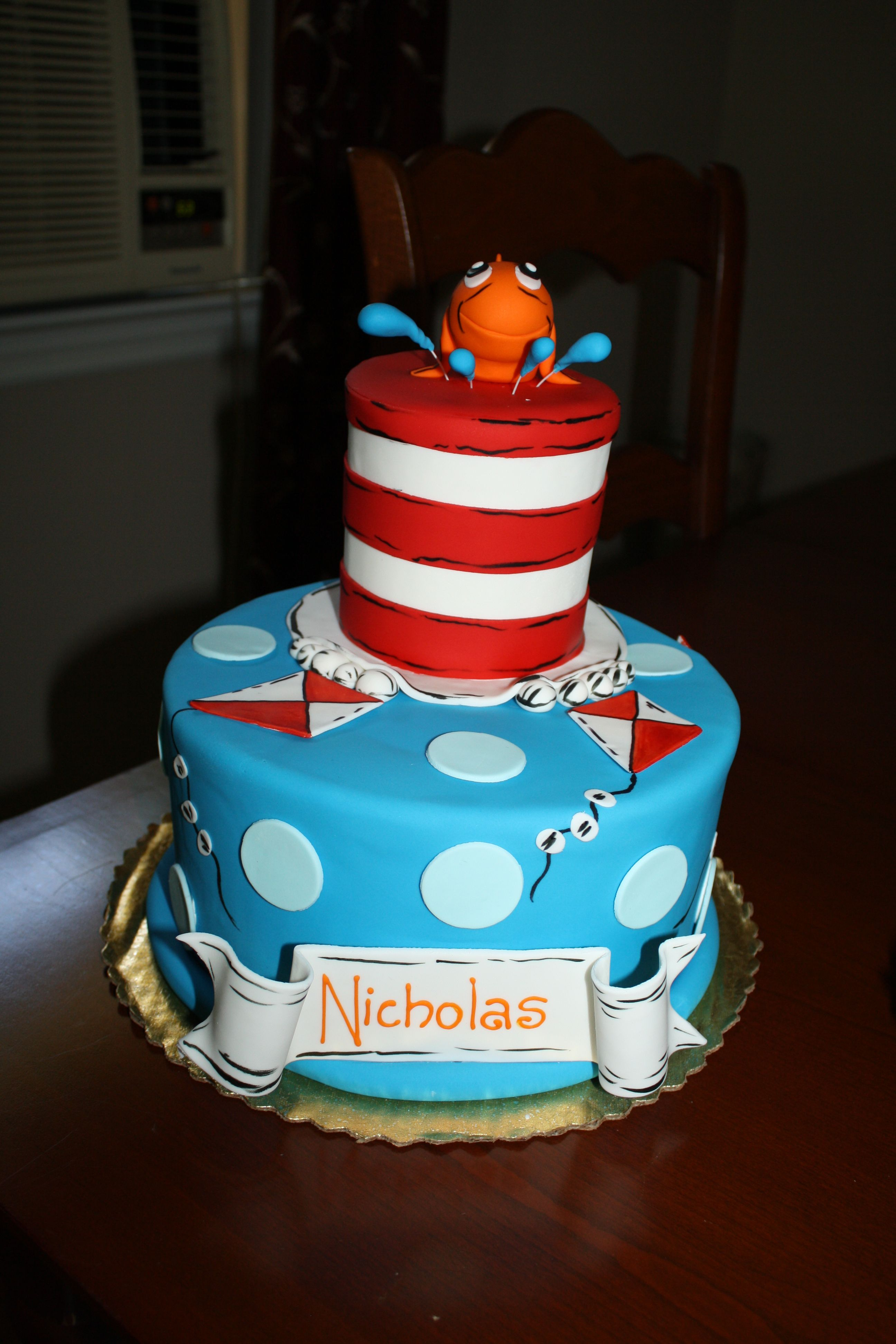 Dr Seuss Birthday Cakes Dr Seuss Cat In The Hat Cake Kids Parties Pinterest