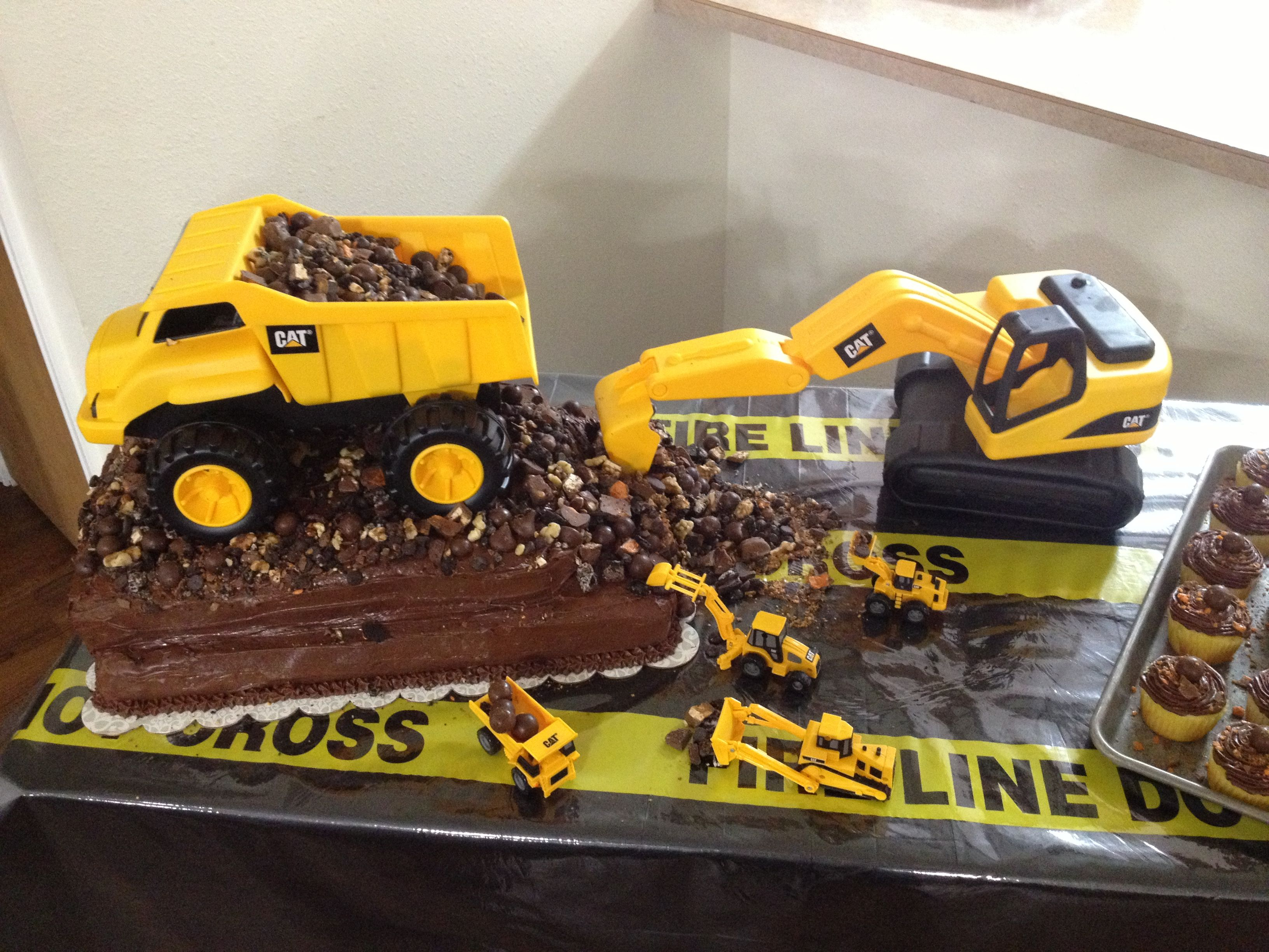 21+ Excellent Picture of Dump Truck Birthday Cake