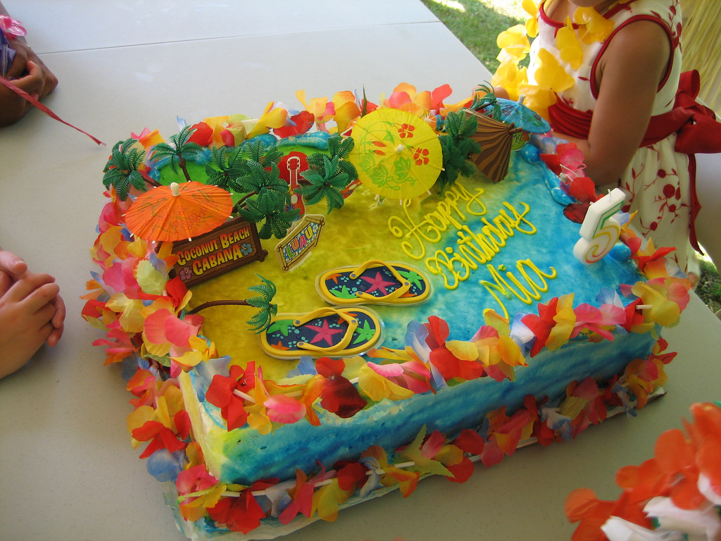 Luau Birthday Cakes Mias Hawaiian Luau Birthday Party Cake My Daughter Usuall Flickr